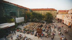 Kasárny v Karlíně nejspíš končí: Úřad vypsal nové výběrové řízení, Praha chce kulturu zachovat