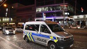 Brutální útok nožem na Vinohradech! Zásahovka zadržela dva cizince (oba 16)