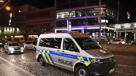 Pokus o vraždu na Vinohradech! Cizinci (16) pobodali mladíka, útočili i na Chodově