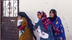 Na uprchlický tábor dopadly turecké střely. Kurdové evakuují tisíce lidí, zavřela i nemocnice