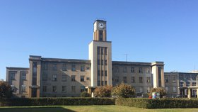 Pražské nemocnice zpřísňují návštěvy. Na řadu oddělení se nesmí v Motole, Thomayerce i ve Střešovicích