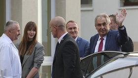 Zeman promluvil o nástupu do špitálu. Co ho tam čeká a odejde do politického důchodu?