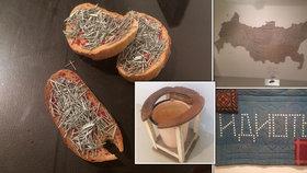 »Kadící« stolička i mapa z hadru: Průřez bezčasým ruským uměním je k vidění v holešovickém DOXu
