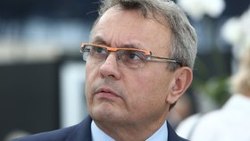 Dlouhý vstoupil do boje o vedení OECD. Podporu zákulisně vyjednávají i lidé od Petříčka