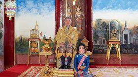 """Thajský král zbavil konkubínu titulu a hodnosti. """"Vydržela"""" necelé tři měsíce"""