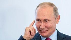 """Putin chce mít vlastní Wikipedii. Za """"hodnověrné"""" informace zaplatí stovky milionů"""