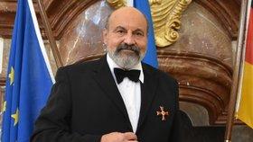 Halík od Němců převzal státní vyznamenání. 41 let po tajném vysvěcení na kněze