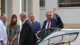 """Zeman jde znovu do nemocnice. Co prezidenta čeká po podzimní """"rekondici""""?"""