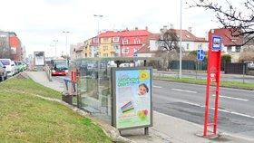 Vizuální smog na zastávkách: V Čakovicích dokazují, že lze zastávky využít i jinak