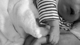 Chlapec se narodil bez očí, nosu a kusu lebky. Lékař rodičům nic neřekl
