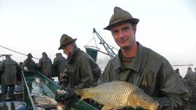 Vrkoč vydal tuny vánočních šupináčů: Kilogram kapra zůstane do 100 korun, ubezpečil ředitel rybníkářství