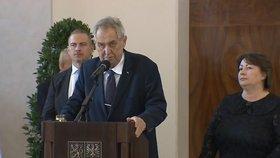 Zeman chválil krásy Prahy a Česka před velvyslanci. Ivana přišla v černých šatech