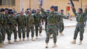Kurdové v Sýrii vyklízejí pohraničí. Turci sem mohou navézt miliony uprchlíků