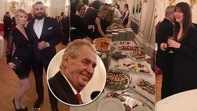 Zákulisí party na Hradě: Přípitek Zemana a Klause, vysmátá Kate i Vémola s těhotnou Lelou