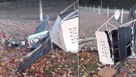 Manželům se zřítila na zahradu podivná bedna: Byl to náš satelit, omluvila se světoznámá firma!