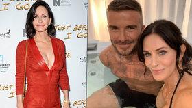 Kam to saháš? Monica z Přátel laškovala ve vířivce s Beckhamem!