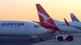 """Dramatická evakuace: Vyděšení cestující skákali z letadla. """"Z rány mi tryskala krev,"""" líčí"""