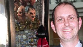 """Hitlerova maska ve výloze v centru Prahy naštvala velvyslance: """"Prodáváte odpad"""""""