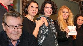 Vdova po Formanovi (†86) na skok v Praze: Přepadly ji dospělé vnučky!