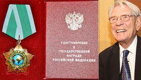 Putin ocenil metálem dalšího Čecha. Na Nohavicu navázal skladatel Vadim Petrov