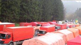 U slovenských hranic vyrostly stany pro migranty. Policie i hasiči masivně cvičí