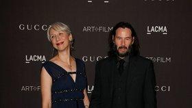 Láska na obzoru? Keanu Reeves ruku v ruce se známou umělkyní!