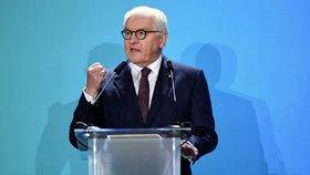 Berlínská zeď padla, ale další vyrostly: Německý prezident varoval před neonacisty