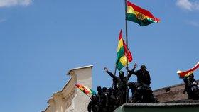 """""""Odstupte!"""" Proti prezidentovi se v Bolívii postavila armáda. Zmizel Morales?"""