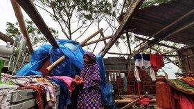 14 mrtvých, dva miliony evakuovaných: Cyklon zpustošil Indii a Bangladéš