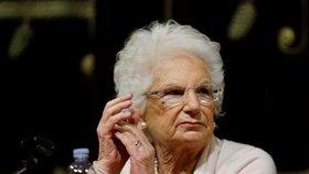 Senátorka (89) přežila Osvětim, denně dostává stovky výhrůžek. Hlídá ji policie
