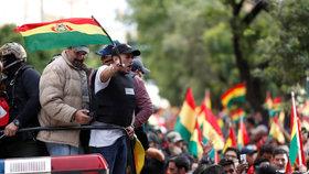Prezident odstoupil, boháčům rabují domy. Řízený puč, štve Moskvu dění v Bolívii