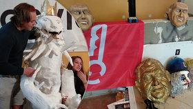 """""""Osahávací"""" tunel nebo naporcovaný český lev: Prahou projde rej masek během Sametového posvícení"""