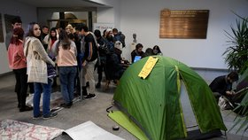 Stávka na Karlově univerzitě pokračuje: Studenti chtějí odstoupení rektora Zimy