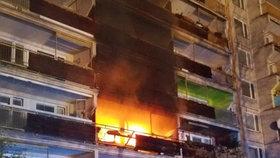 Dům plný vozíčkářů v plamenech! Uhořela žena a její asistenční pejsek, stovku lidí evakuovali