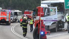 Autobus plný dětí se u Mělníku srazil s náklaďákem: Učitelka zahynula, devět dětí je zraněných!