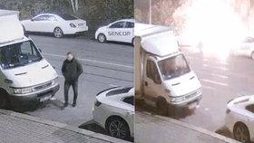 VIDEO: Zapálil luxusní mercedes a potrestal se sám: Výbuch ho popálil! Žháře hledá policie