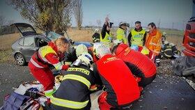 Při nehodě u Chlumčan zemřel spolujezdec: Další dva lidé jsou vážně zranění