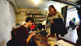 Rozbitá žehlička nebo mobil? Opraváři v Praze zdarma pomáhali Pražanům a životnímu prostředí