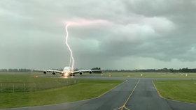 Airbus A380 zasáhl blesk. Dramatický moment zachytil pilot mimo službu