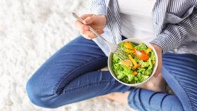 Kolik zeleniny denně sníst a co se stane, když to s ní přeženete?