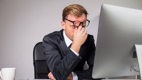 Naivové dají na seznamovací server Ashley Madison firemní e-maily i.