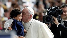 František zrušil papežské tajemství o sexuálním zneužívání. Průlom přišel na narozeniny