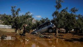Velká voda spláchla jih Evropy a zabila 7 lidí. Po Itálii a Francii bojuje s povodněmi i Řecko