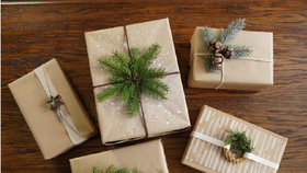Při balení dárků buďte originální. Jednoduché tipy, díky kterým oslníte