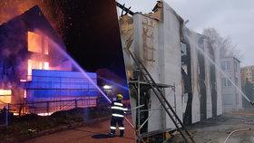 Novostavbu zničily plameny: Majitelům nezbylo nic, dům šel k zemi! Škoda je pět milionů