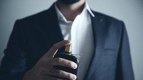 Nejlepší pánské parfémy: Který vybrat partnerovi jako dárek k Vánocům?