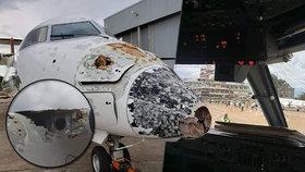 """Pilot zvládl přistát po zásahu blesku. Vyděšení cestující: """"Padali jsme jako kámen"""""""