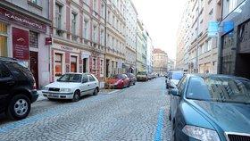 Praha 10 zavádí parkovací zóny. Radnice začne vydávat oprávnění, očekává nával