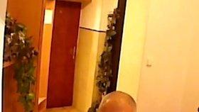 """Muž se po noci s """"Pavlem"""" vzbudil v hotelu sám a švorc! Chlípného zloděje policisté našli ve vězení"""