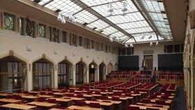 Jak koronavirus promlouvá do politiky? Pražské radnice ruší jednání zastupitelstev, na magistrátu bude omezené